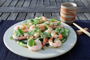 Cucumber, wakame and prawn salad (Raggett) small