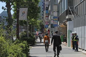 Aoyama dori pedestrians 2