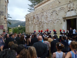 Tropea wedding with confetti