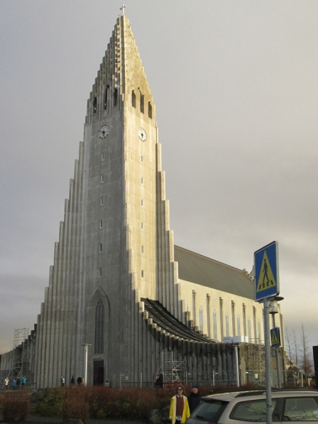 but it was grey again by the time I got to Hallgrimskirkja.